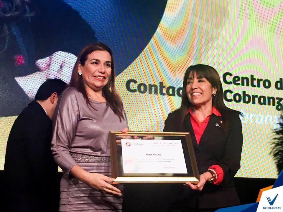 《ペルー小口債務者支援プロジェクトブログ第11弾》貿易・観光大臣から表彰を受けるKobranzas S.A.CのAna Vera代表